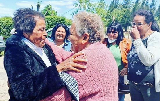 Emotivo reencuentro de dos hermanas de Pueblo del Barro luego de 70 años – El Avisador